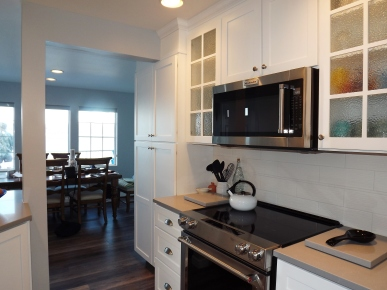 White Shaker Custom Cabinets in Beach House