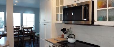 White Shaker Custom Cabinets in BeachHouse